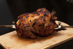 Изображение очень вкусного зажаренного в духовке цыпленк цыпленка стоковая фотография