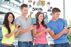 Изображение произведенное цифров друзей используя умный телефон при различные значки летая agiant здание Стоковые Фото