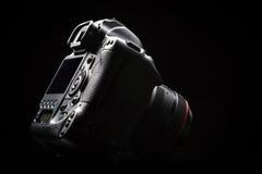 Изображение профессиональной современной камеры DSLR низкое ключевое Стоковое Изображение RF