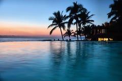 Изображение пляжа и бассейна после полудня Стоковые Фото