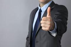 Изображение рук человека показывая одобренный знак Стоковое Фото