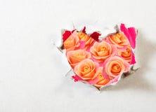 изображение сердца против букета роз цветков Стоковое Изображение