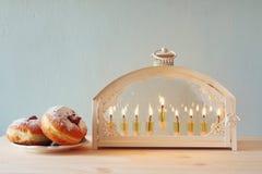 Изображение селективного фокуса еврейского праздника Хануки