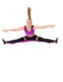 Изображение смешной девушки фитнеса представляя в скачке Стоковая Фотография RF