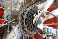 Изображение старого велосипеда шестерни имеет прикрепленные паутины Стоковое фото RF