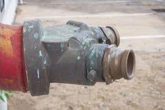 Изображение старого ржавого водопроводного крана, Стоковая Фотография RF