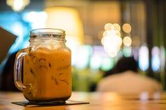 Изображение стекла кофе с нерезкостью стоковое изображение rf