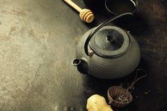 Изображение традиционных восточных чайника и чашек Стоковые Фото