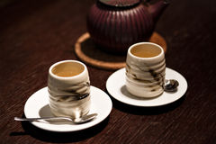 Изображение традиционных восточных чашка чайника дальше Стоковые Фотографии RF