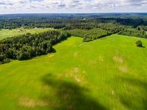 изображение трутня вид с воздуха сельского района с полями Стоковые Фотографии RF