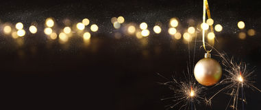Изображение украшения шарика золота дерева рождества праздничного Стоковое фото RF