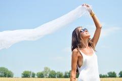 Изображение удерживания радостной романтичной красоты fairy Стоковое фото RF
