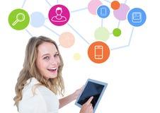 Изображение цифров составное женщины используя цифровую таблетку с общаясь концепцией Стоковые Фото