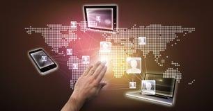 Изображение цифров составное руки с технологиями и знаков с картой мира Стоковые Изображения RF