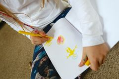 Изображение чертежа ребенка/девушки на День матери Стоковая Фотография RF