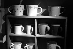 Изображение шкафа чашки черно-белое Стоковое Изображение RF