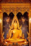 Изображение Phra Phuttha Chinnarat Будды на виске Wat Phra Si Rattana Mahathat в Phitsanulok, Таиланде Стоковые Фотографии RF