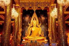 Изображение Phra Phuttha Chinnarat Будды на виске Wat Phra Si Rattana Mahathat в Phitsanulok, Таиланде Стоковые Изображения