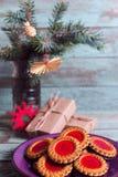 изображения находки печений рождества смотрят больше моего портфолио такая же серия к Печенья с вареньем поленики на таблице turi стоковые фотографии rf