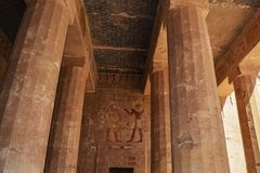 Изображения на стене на виске Hatshepsut мемориальном, Луксоре, Египте стоковые фото