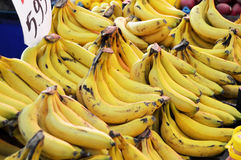 Изображения продажи greengrocers, бананов, бананов, бирки продажи Стоковая Фотография