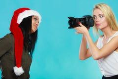 Изображения стрельбы девушки фотографа Стоковые Фото