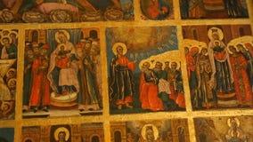 Изображения сцен от святой книги внутри церков, еврейской звезды и мотивов, священной видеоматериал
