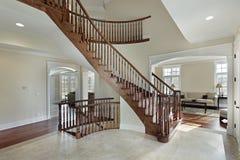 изогнутая лестница фойе Стоковые Изображения