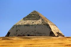 Изогнутая пирамида Стоковое фото RF