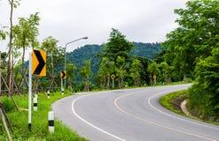 изогнутое движение дорожного знака Стоковые Фотографии RF