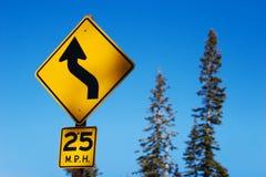 изогнутый дорожный знак Стоковая Фотография
