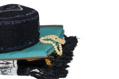 изолированная исламская циновка молитве на белой предпосылке стоковые изображения