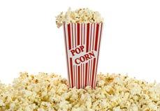 изолированная коробкой белизна попкорна красная Стоковое фото RF