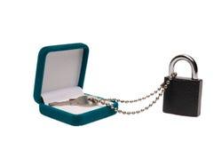 изолированная коробкой ключевая белизна настоящего момента padlock Стоковая Фотография