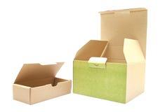 Изолированная крышка квадратного коричневого цвета коробки открытая Стоковая Фотография RF