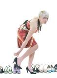 Изолированная наркомания ботинок молодой женщины покупая, Стоковая Фотография RF