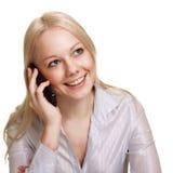 изолированная смеясь над женщина телефона стоковая фотография