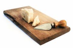 изолированная сыром белизна пармезана Стоковые Изображения RF