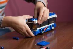 изолированная шиной белизна игрушки Стоковые Фото