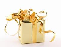 изолированное золото подарка коробки Стоковое Изображение