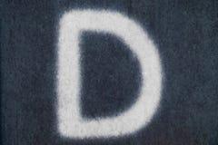 Изолированное d письмо мела в предпосылке классн классного Стоковые Изображения RF