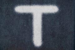 Изолированное t письмо мела в предпосылке классн классного Стоковая Фотография