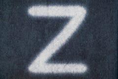 Изолированное z письмо мела в предпосылке классн классного Стоковые Изображения RF