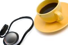 изолированные наушники кофейной чашки Стоковые Фото