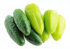 Изолированные огурцы и зеленые перцы Стоковое Изображение