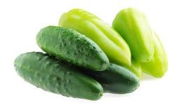 Изолированные огурцы и зеленые перцы Стоковые Изображения