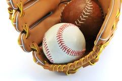 Изолированные перчатка и шарик бейсбола Стоковая Фотография RF