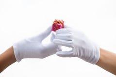 изолированные руки подарков Стоковое Изображение RF