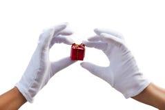 изолированные руки подарков Стоковое фото RF