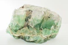 Изолированные фторид зеленой драгоценной камня естественный минеральный или зеленый берилл стоковое фото rf